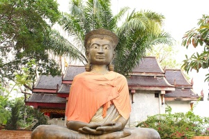 Buddha statue at Wat Don Chan