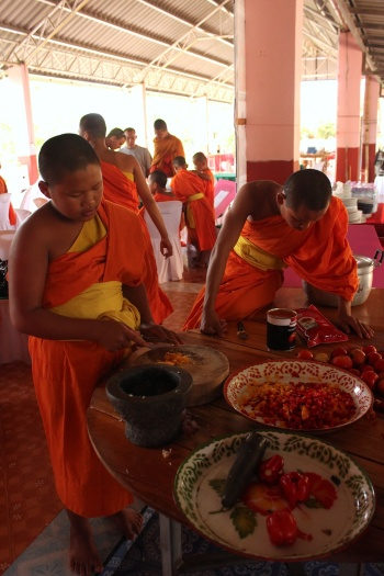 novices cooking in wiang haeng